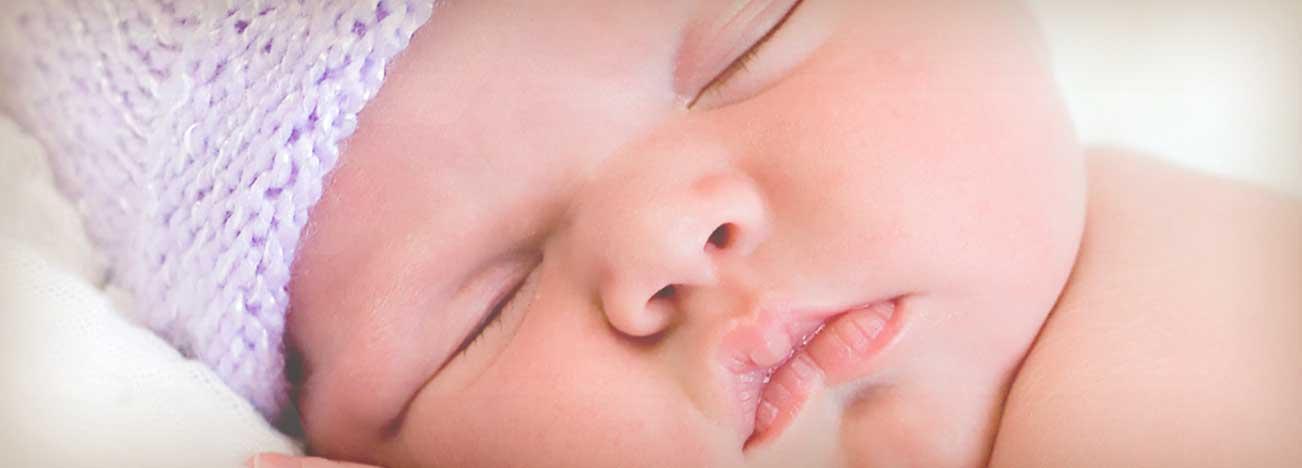¿Cómo se relacionan la comida y el sueño del bebé?